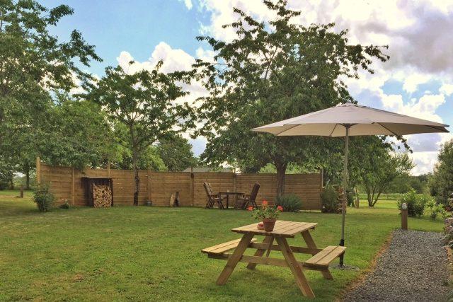 tuin, gîte La porcherie, Liabaquet, gîtes et camping, 24270, Sarlande, Dordogne, Frankrijk.